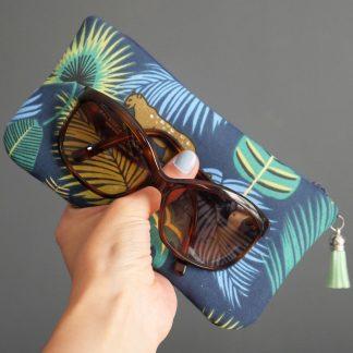 Étui à lunettes fait main en tissu jungle tropical feuilles palmier jaguar - Julie & COo