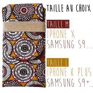 Housse téléphone portable iPhone X / 8 plus, Samsung S9 / S9+ tissu motifs wax graphique rosaces jaune curry élastique doré - Julie & COo