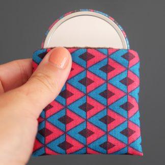 Miroir de poche rond 56mm tissu graphique losanges bleu turquoise rose fuchsia marron étui polaire petit cadeau femme - Julie & COo