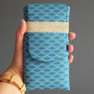 Housse iPhone 8 plus téléphone portable tissu graphique écailles japonaises bleu marine fait main - Julie & COo