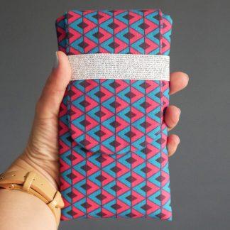 Étui téléphone portable tissu molletonné graphique losange bleu turquoise rose fuchsia iPhone 8 plus Samsung S9+ - Julie & COo