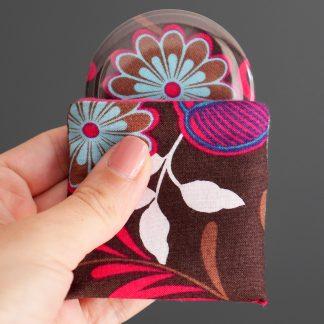 Miroir de poche rond 56mm fleur tissu coton handmade étui polaire rose fuchsia - Julie & COo