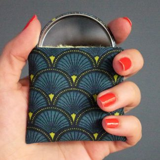Miroir de poche motifs écailles japonaise bleu pétrole vert noir cadeau femme accessoire maquillage tissu rond 56 mm - Julie & COo