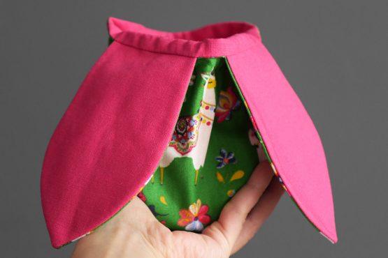 Pochon lapin à garnir Pâques tissu enfant lamas vert rose fuchsia panier chasse aux oeufs bonbons fête cadeau offrir ruban - Julie & COo