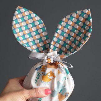 Petit panier lapin pochon Pâques boho renard tissu réversible bulles pois bleu orange ocre garçon fête cadeau à offrir chasse aux oeufs bonbons chocolat - Julie & COo