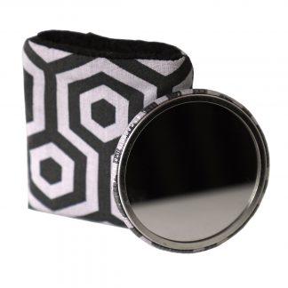 Miroir de poche rond tissu motifs géométriques hexagones gris et noir étui polaire - Julie & COo