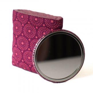 Petit miroir de sac avec son étui tissu graphique et polaire rose fruits des bois - Julie & COo