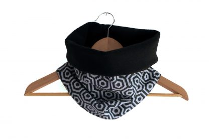 Snood large mixte adulte tour de cou écharpe tube tissu graphique hexagones  géométrique gris et noir polaire réversible motifs hiver ski a10bdea4ff1