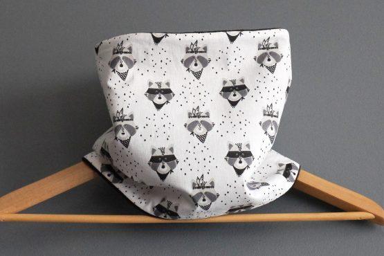 Snood tour de cou garçon tissu ratons laveurs et polaire noire gris blanc - Julie & COo
