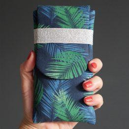 Housse iPhone Xs tissu tropical feuilles de palmier bleu marine vert élastique argenté - Julie & COo