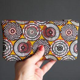 Étui à lunettes tissu ethnique motifs inspiration wax rosaces jaune curry zip métal bronze YKK - Julie & COo