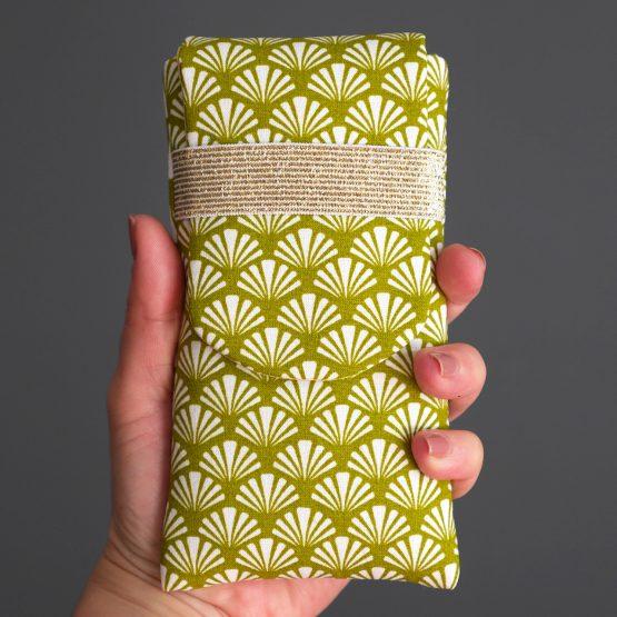 Housse iPhone Xs Samsung S10 Huawei P30 en tissu original éventail blanc vert pistache jaune pâle graphique fait main cadeau femme fête des mères - Julie & COo
