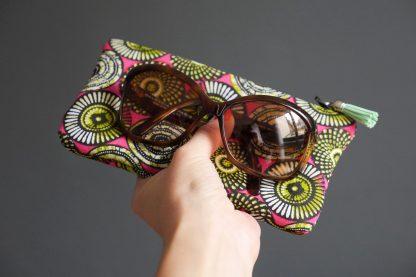 Étui lunettes tissu ethnique motifs inspiration wax rose fuchsia vert anis pistache graphique - Julie & COo