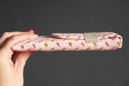 Housse portable téléphone en tissu fait main oiseau graphique rose poudré saumon jaune curry samsung iPhone - Julie & COo