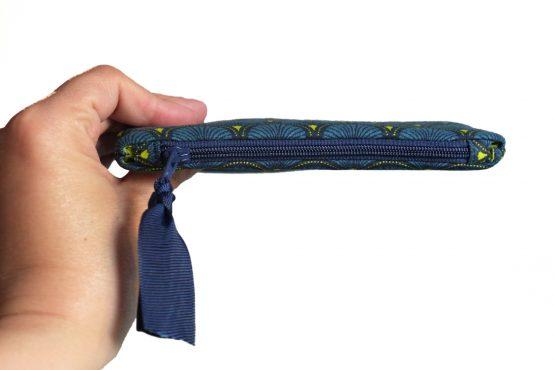 Grand porte-monnaie format carte identité tissu écailles japonaises bleu vert graphique zip ruban marine cadeau femme unique original - Julie & COo