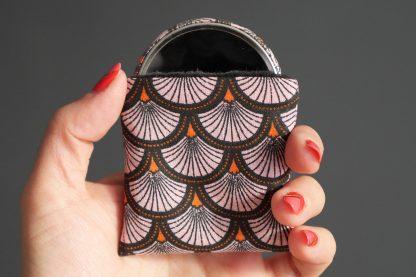 Miroir de poche motifs écailles japonaise rose orange noir cadeau femme accessoire maquillage tissu rond 56 mm - Julie & COo