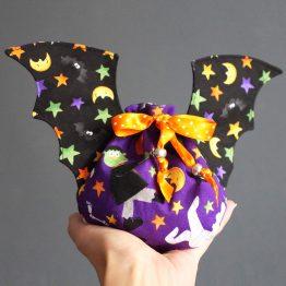 Pochon Halloween chauve-souris à offrir bonbons friandises monstres décoration frankenstein dracula - Julie & COo