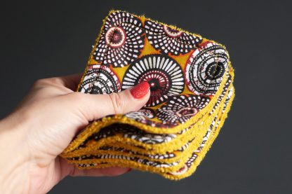 Lingettes lavables tissu écologique wax rosaces jaune curry noir éponge absorbant démaquillant cosmétique visage - Julie & COo