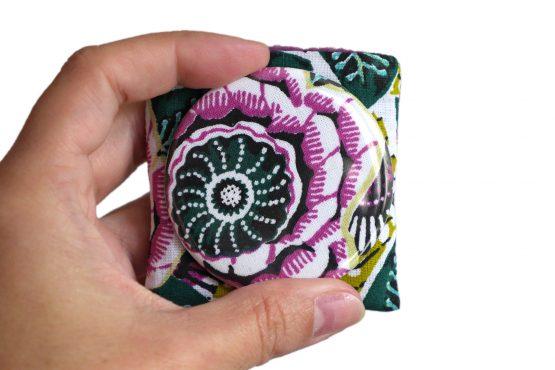 Petit miroir rond 56mm de poche tissu étui coton motifs floraux colorés dahlia mauve vert violet accessoire beauté femme - Julie & COo