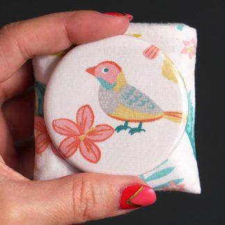 Petit miroir de poche rond tissu motifs tropicaux oiseaux feuilles de palmier jaune vert corail blanc cadeau Noël - Julie & COo