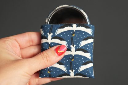 Miroir de poche rond tissu grues du Japon bleu pétrole blanc noir étui polaire cadeau femme accessoire graphique maquillage - Julie & COo
