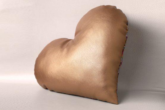 Cadeau Saint-Valentin coussin décoratif maison cocooning tissu wax graphique zigzag simili or gold doré bronze fait main - Julie & COo