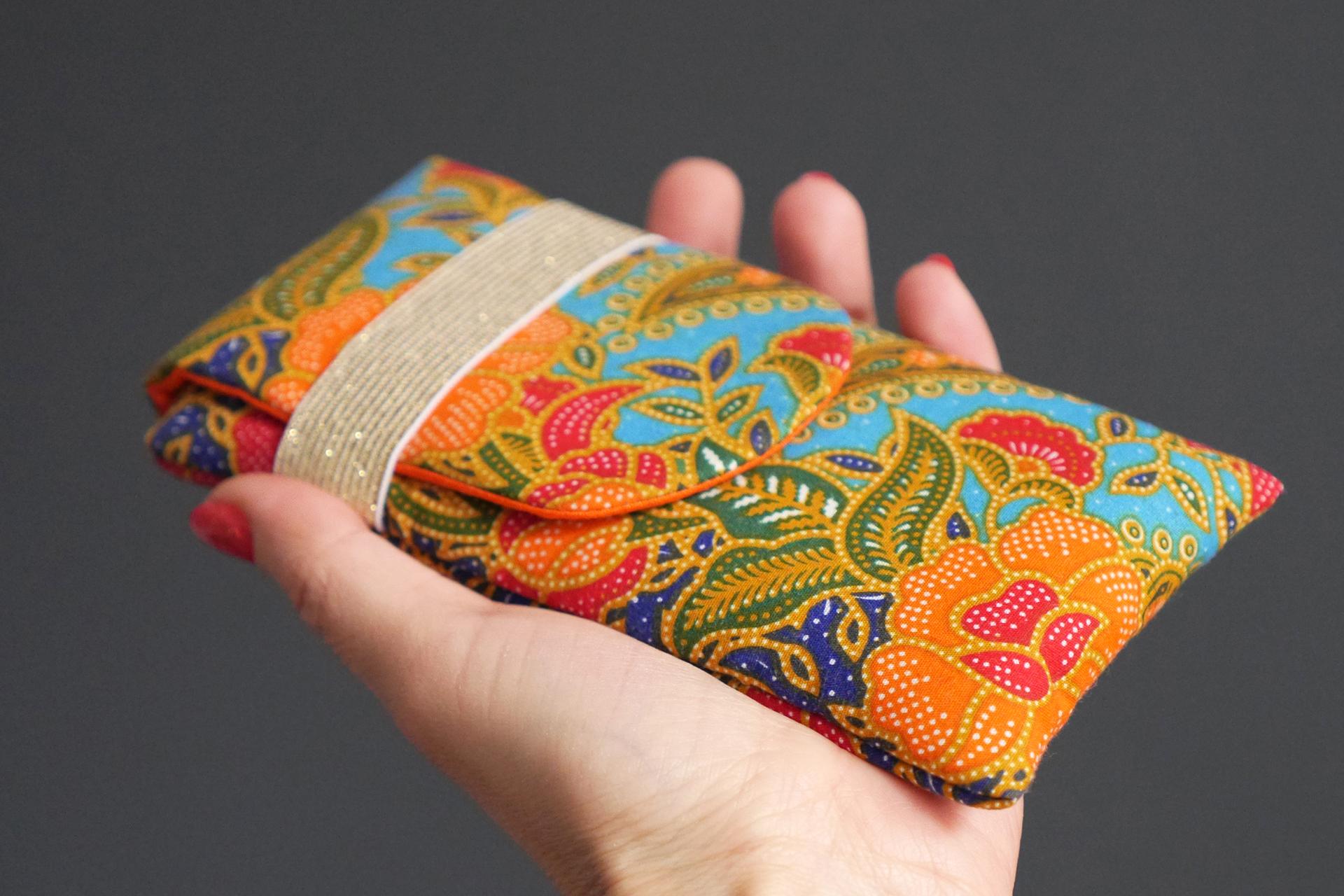 400eac4db011 Housse de téléphone en tissu batik ethnique iPhone Xs Samsung S9 fleurs  coloré bleu turquoise rouge