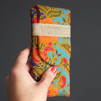 60ca831cd44d ... Housse de téléphone en tissu batik ethnique iPhone Xs Samsung S9 fleurs  coloré bleu turquoise rouge