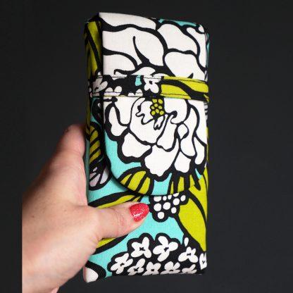 Housse iPhone Xs Max protection téléphone portable Samsung S9+ promo fleurs bleu turquoise vert anis noir blanc pochette tissu handmade - Julie & COo