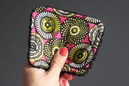 Lingettes démaquillantes tissu wax rosaces rose fuchsia ethnique vert anis éponge absorbant noir coton lavable cadeau original fait main - Julie & COo