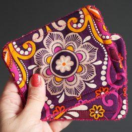 Lingettes lavables démaquillantes fait main tissu coton ethnique fleurs arabesques coloré rose orange violet éponge fuchsia doux écologique zéro déchet - Julie & COo