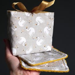 Lingettes lavables femme toilette tissu cygnes curry taupe cadeau mignon éponge absorbant original fait main - Julie & COo