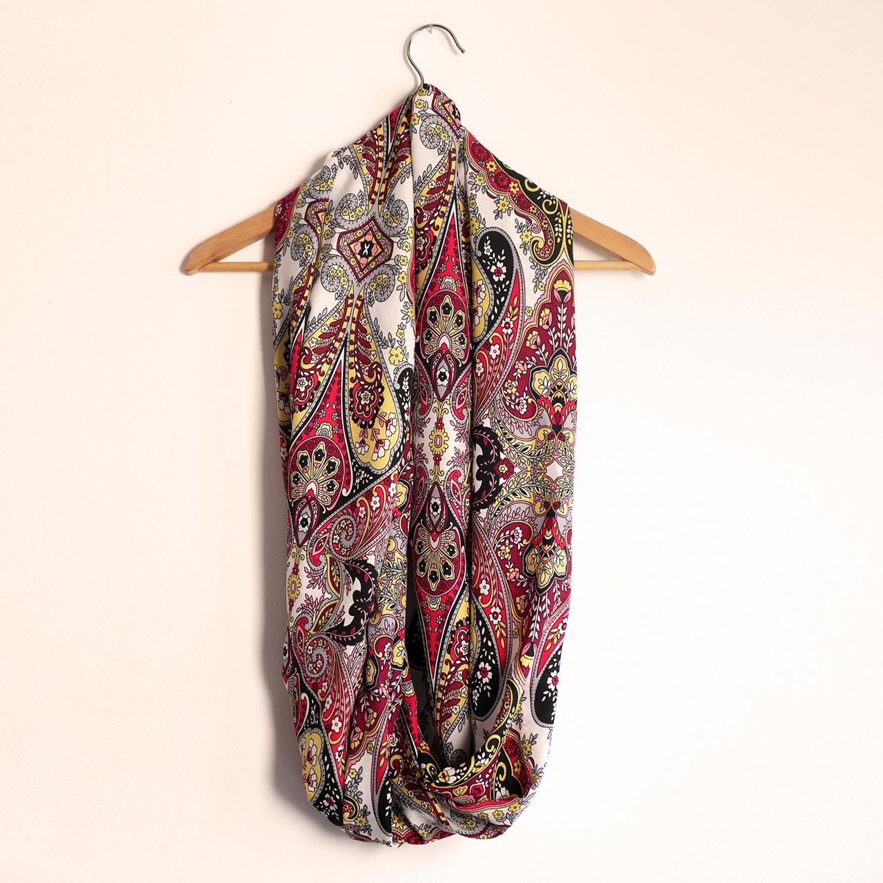 309a05545 Snood foulard femme infini long bouffant tissu imprimé motifs variés fleurs  arabesques écharpe rouge jaune noir gris