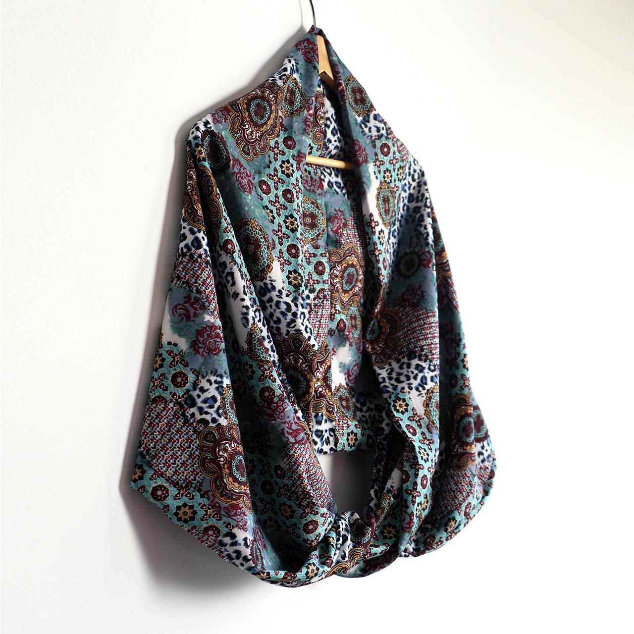bfdcfbc86 Snood foulard femme infini long bouffant tissu imprimé motifs variés  mosaïques fleurs étoiles léopard écharpe bleu multicolore fait main