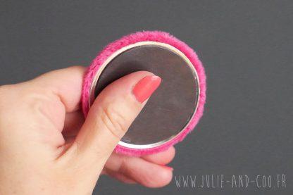 Magnet fluffy polaire minky rose fuchsia fourrure aimant frigo girly cocooning décoration home cadeau original handmade - Julie & COo