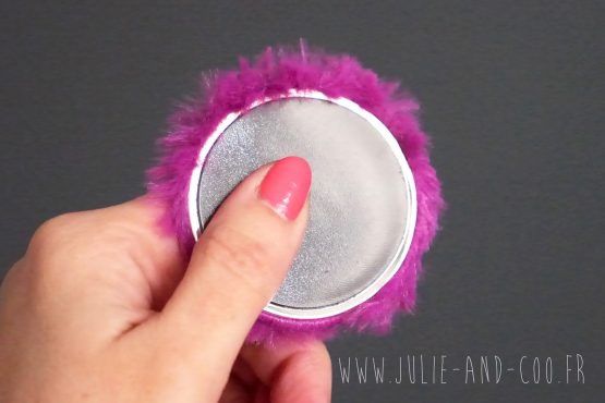 Magnet fluffy fourrure poil long violet magenta aimant frigo girly cocooning décoration home cadeau original handmade - Julie & COo