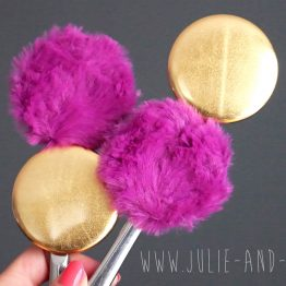 Magnet gold fluffy brillant or doré jaune bling bling shiny fourrure poil long violet magenta aimant frigo girly cocooning décoration home cadeau original handmade - Julie & COo