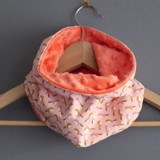 Snood tour de cou enfant fille minky polaire tissu oiseau rose poudré saumon corail relief réversible unique fait main - Julie & COo