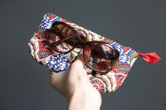 Porte-monnaie tissu wax dahlia rouge passion multicolore fleur trousse pochette ethnique bleu blanc vagues - Julie & COo