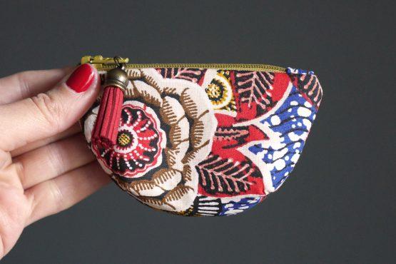 Mini porte-monnaie bourse pièces tissu wax dahlia rouge passion multicolore fleur petite trousse ronde ethnique bleu blanc vagues - Julie & COo