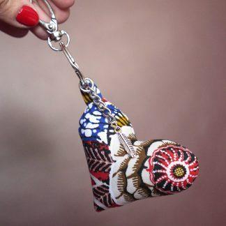 Porte-clés tissu coeur fleur wax dahlia rouge bleu anneau argent cadeau bijou de sac fait main cadeau - Julie & COo