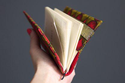 Agenda 2019 femme couverture tissu style wax semainier carnet notes rouge jaune moutarde élastique fermeture doré brillant cadeau rentrée organiseur rendez-vous répertoire - Julie & COo