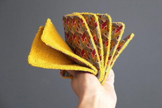 Lingettes lavables handmade tissu éponge et coton wax graphique triangles jaune curry écologique démaquillant fait main coloré doux zéro déchet - Julie & COo