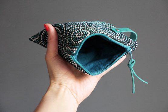 Pochette femme trousse zippé carrée jacquard bleu canard noir brillant cuir turquoise rangement passeport maquillage cadeau fête des mères - Julie & COo