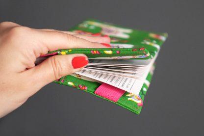 Porte-chéquier tissu lamas original vert rose fuchsia coloré unique protège carnet de chèque femme cadeau unique - Julie & COo