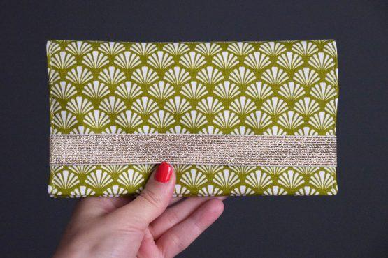Porte-chéquier tissu éventail graphique vert pistache jaune pâle élastique doré pochette femme sac cadeau fête des mères original - Julie & COo
