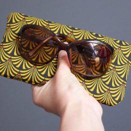 Étui à lunettes femme tissu éventails japonais graphique jaune moutarde noir rouge zip pompon trousse pochette molletonné étui - Julie & COo