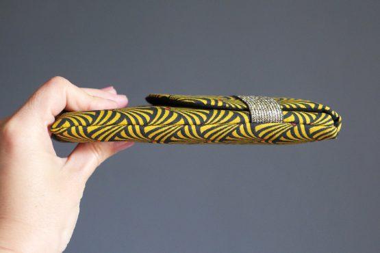 Housse téléphone iPhone Xs Max Samsung s10+ Huawei P30 Pro tissu graphique éventail jaune moutarde noir fermeture élastique doré unique original handmade femme - Julie & COo