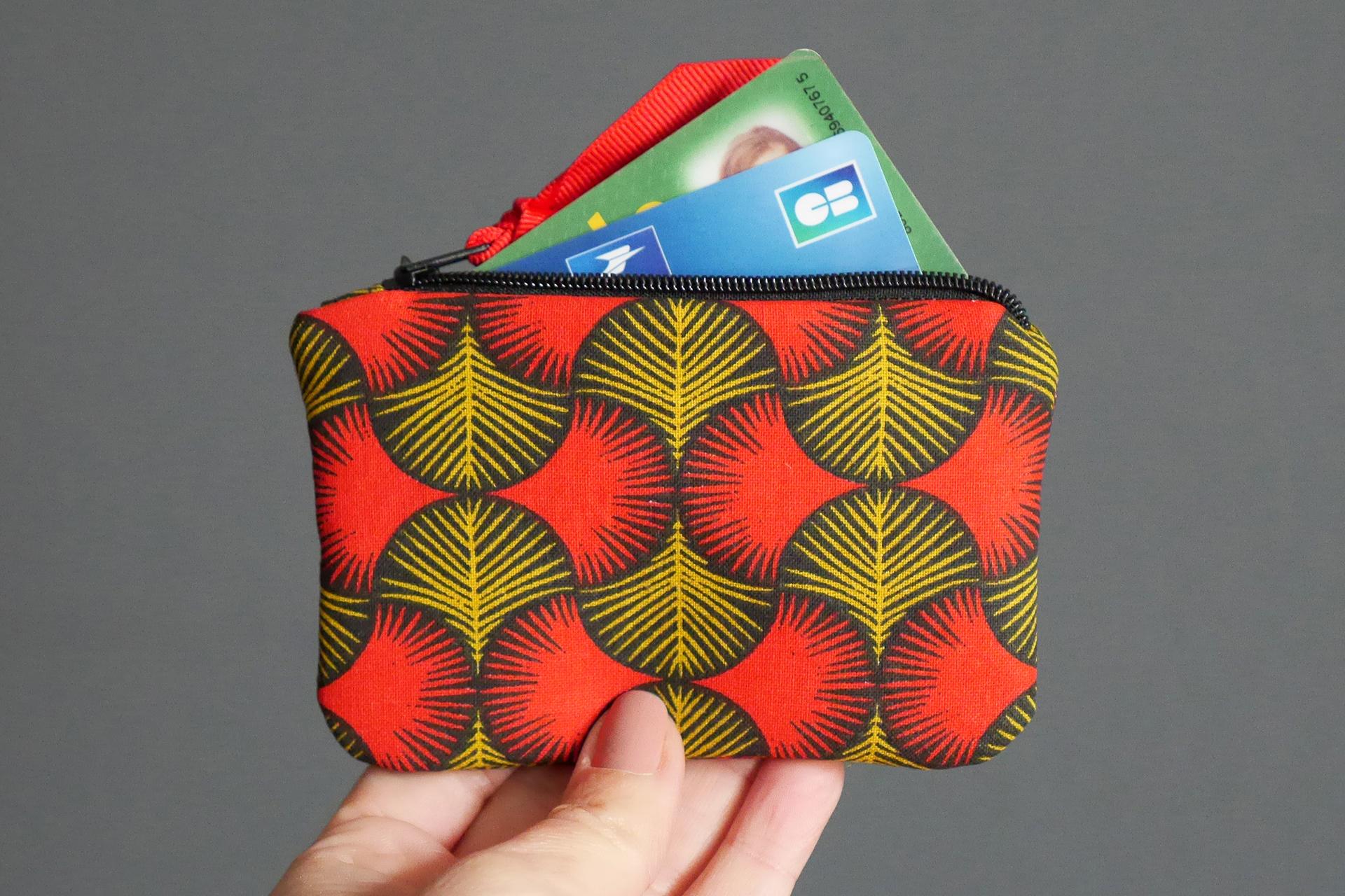 8f5c9051e7 Porte-monnaie mini carte de crédit femme tissu graphique wax rouge jaune  moutarde noir zip