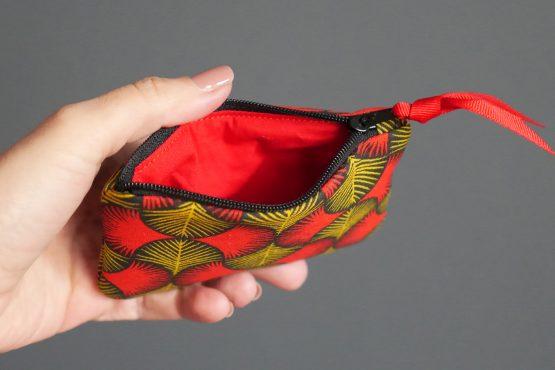 Porte-monnaie mini carte de crédit femme tissu graphique wax rouge jaune moutarde noir zip ruban trousse pochette style - Julie & COo